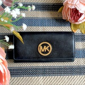 MICHAEL KORS Carryall Continental Leather Wallet